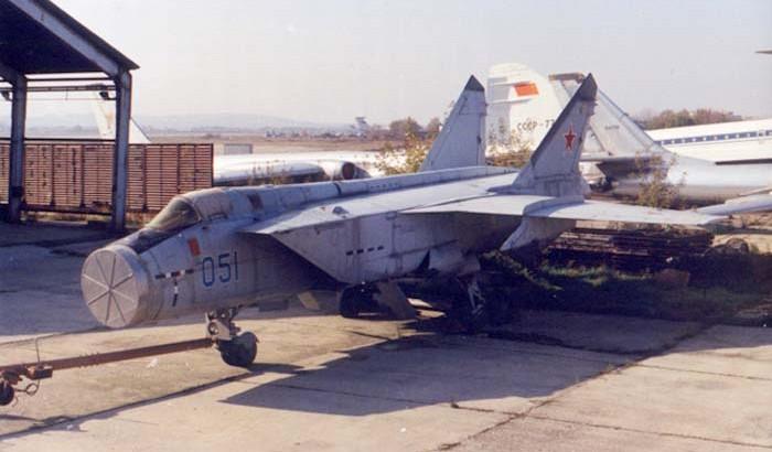 МиГ-31М со снятым обтекателем БРЛС