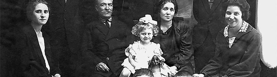 Многочисленная семья Коккинаки с родственниками